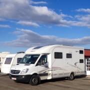 Caravanas y autocaravanas en el parking